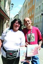 『アプロポ』誌販売者。ゲオルグ&エヴェリナ夫妻