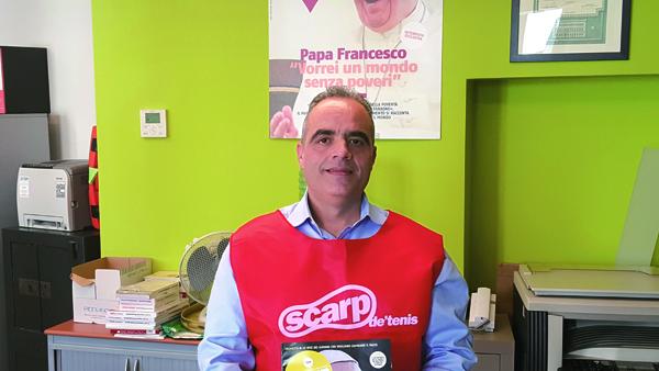 イタリア『スカルプ・デ・テニス』誌 販売者 トンマーゾ・カスカリーノ