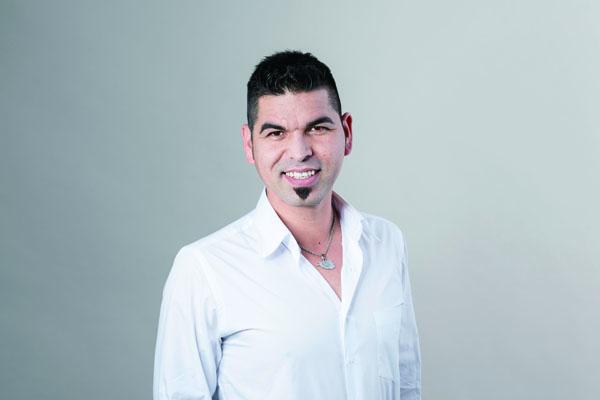 スイス『サプライズ』 非常勤スタッフ タレク・イスラミ